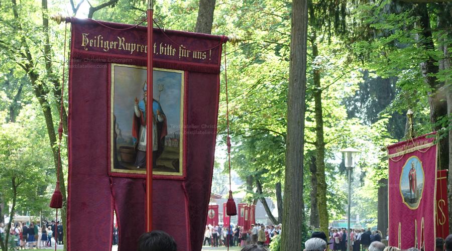 Pfarre St. Ruprecht an der Raab: Fahnen bei Fronleichnamsprozession